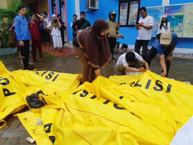 Indonesia Tsunami: More Than 200 People Dead And 800
