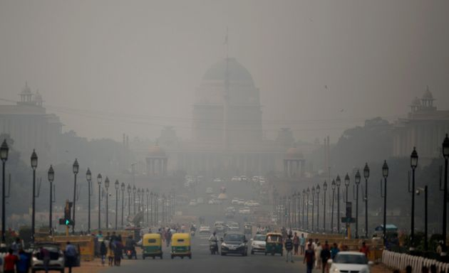 File photo of smog in Delhi engulfing streets outside the Rashtrapati