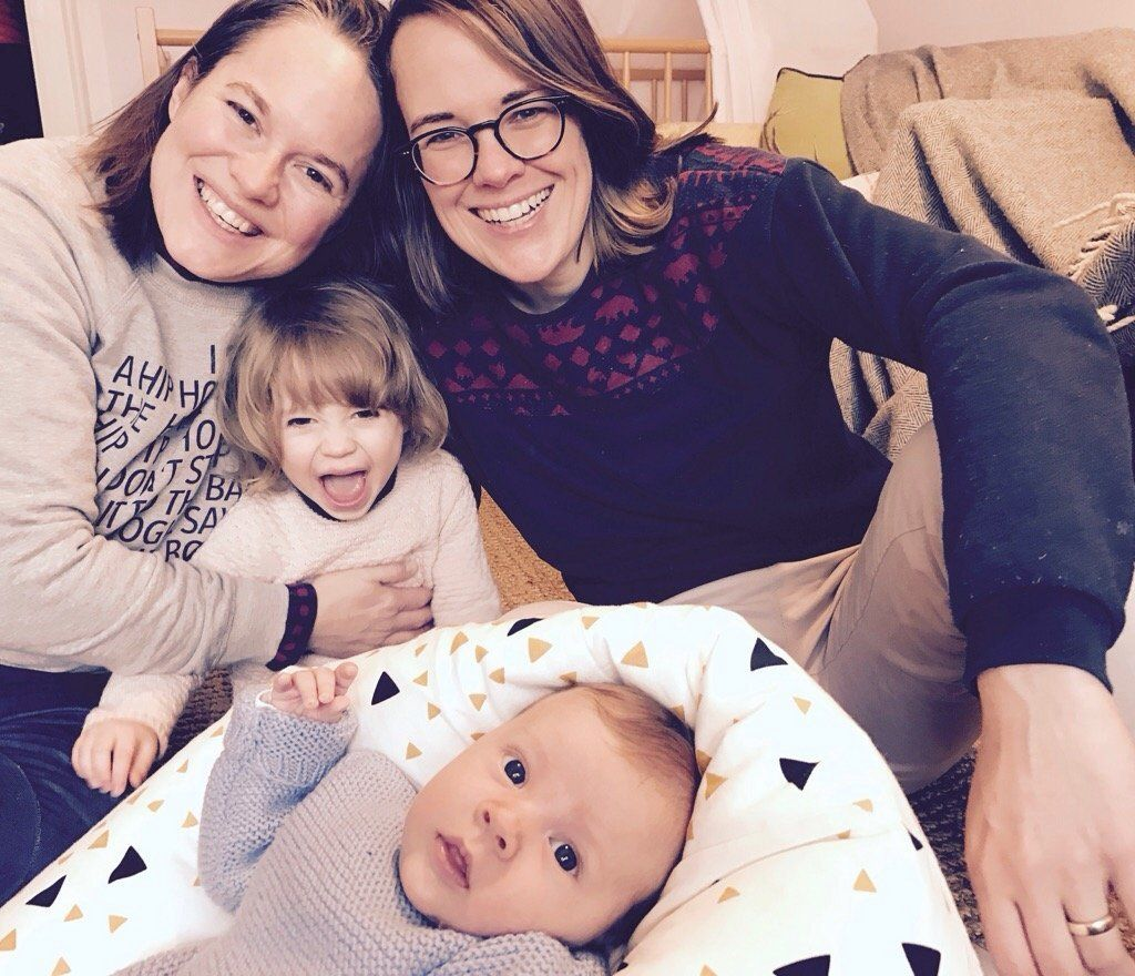 Katharina Kirsch mit ihrer Ehefrau und den gemeinsamen Kindern.
