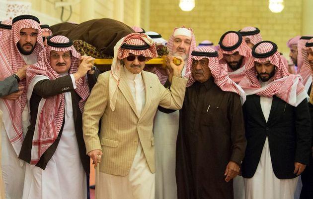 Moulay Ismail participe aux funérailles du prince Talal Ben Abdelaziz d'Arabie