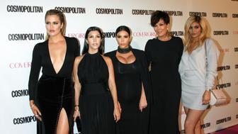 """Malas noticias para el clan Kardashian-Jenner: una compañía ha presentado una demanda en contra de la famosa familia, según reporta TMZ. La Agency for the Performing Arts (APA), que ofrece servicios y maneja contratos paracompañíascomo los hoteles Marriot y la marca de autos Lamborghini, afirma que en el 2009 llegó aun acuerdo verbal con Kim,...  <a rel=""""nofollow"""" href=""""https://varietylatino.com/2016/gente/noticias/demandan-clan-khloe-kourtney-kim-kardashian-kendall-kylie-jenner-agency-for-the-performing-arts-252144/"""" title=""""Read Demandan al clan Kardashian-Jenner"""">Read more &#187;</a>"""