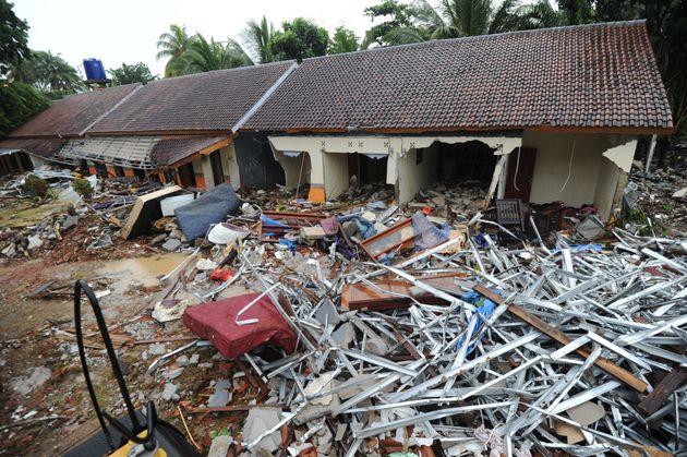 Christmas Tsunami.Sombre Christmas In Tsunami Hit Indonesia Huffpost India