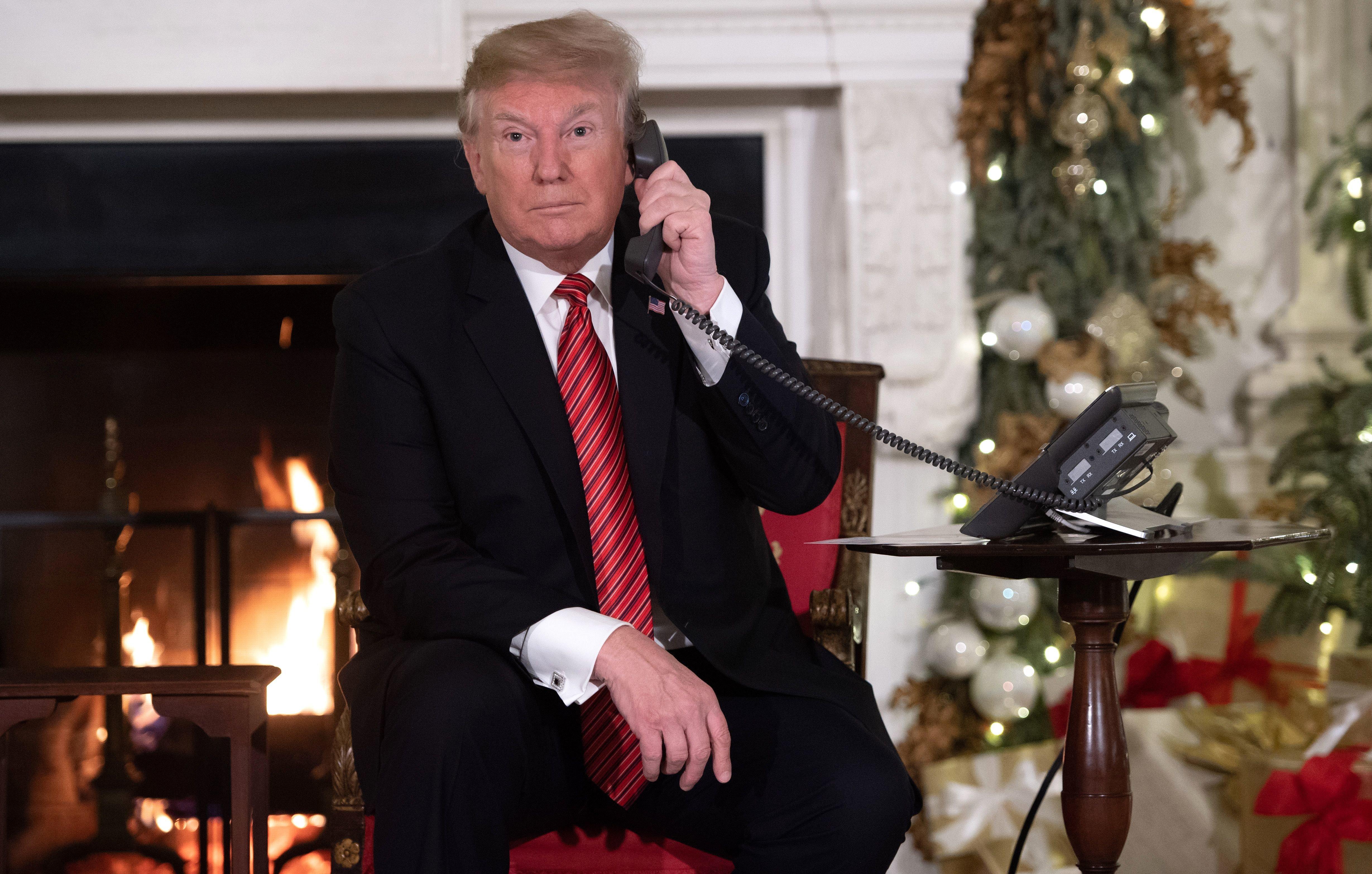 Donald Trump nimmt an Weihnachten Anrufe von Kindern entgegen.
