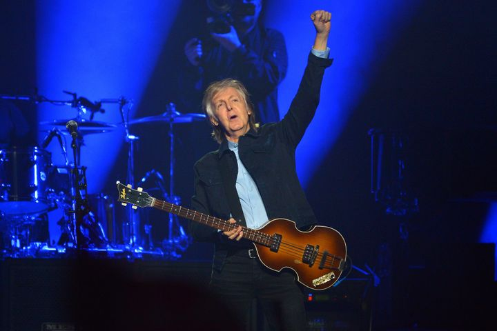 Paul McCartney hadsome holiday advice for his Twitter followers.