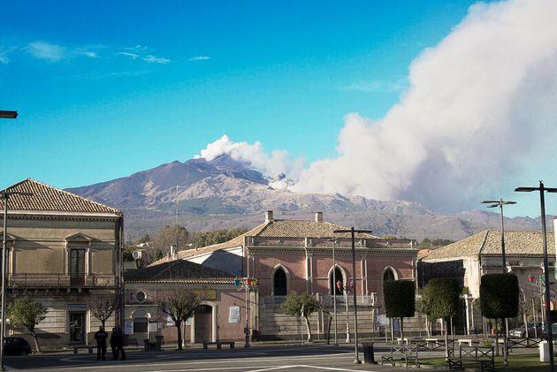 La zone du volcan Etna, en éruption, frappée par un séisme de
