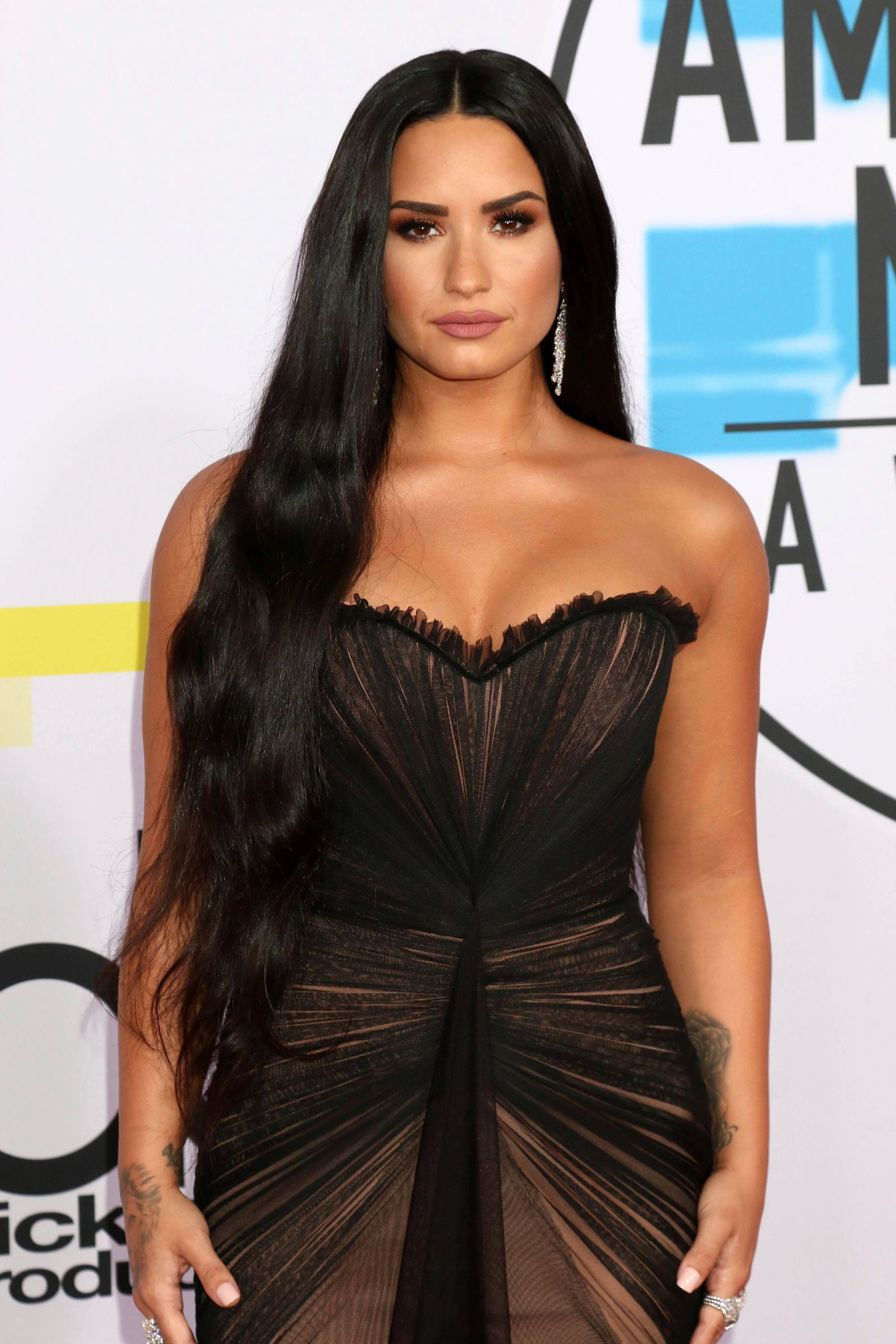***FILE PHOTO*** Demi Lovato Rushed To Hospital from Alleged Heroin Overdose LOS ANGELES, CA - NOVEMBER 19: Demi Lovato at the 2017 American Music Awards at Microsoft Theater on November 19, 2017 in Los Angeles, California. Credit: David Edwards/MediaPunch /IPX