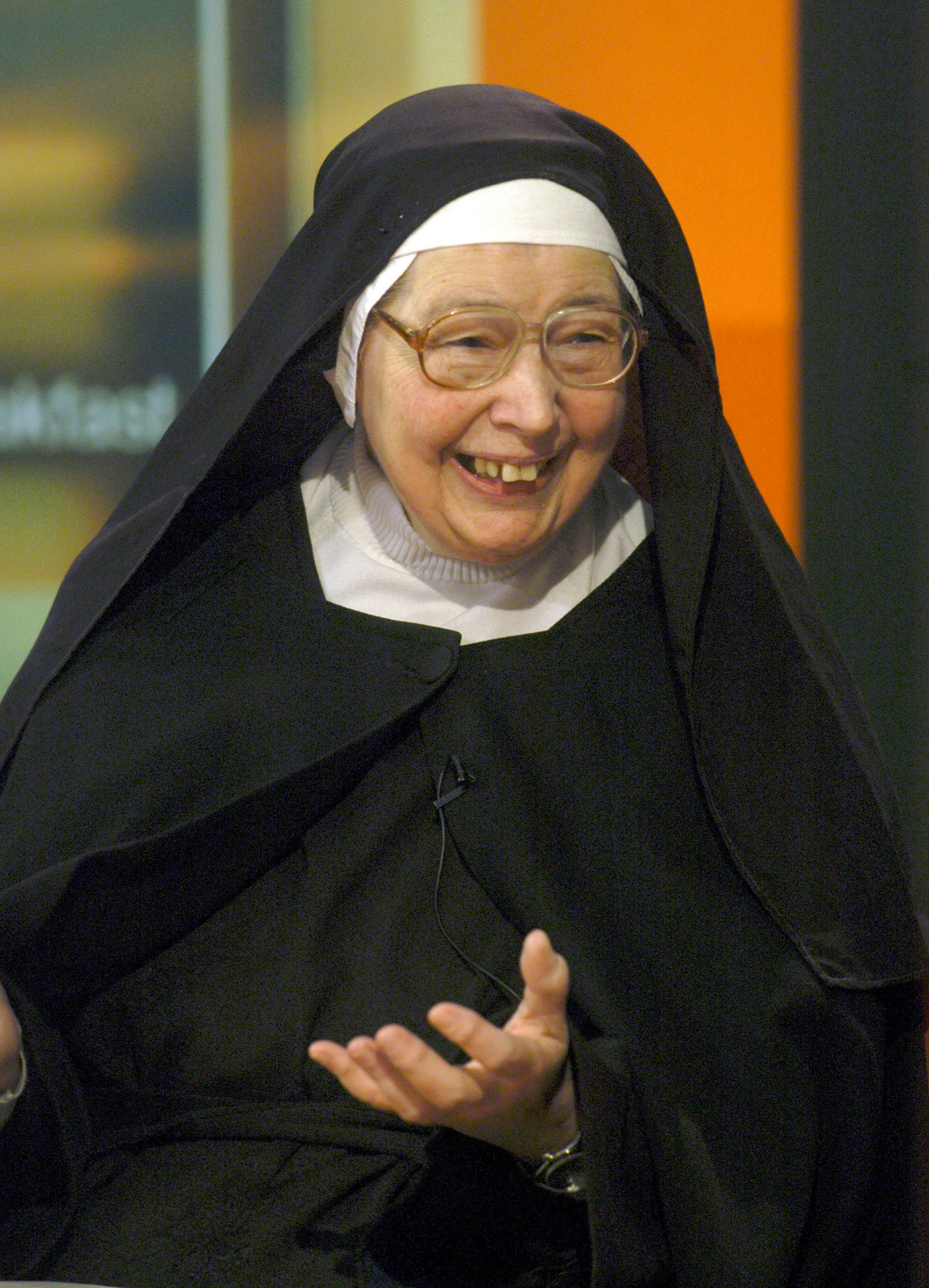90s BBC Star Sister Wendy Beckett Has
