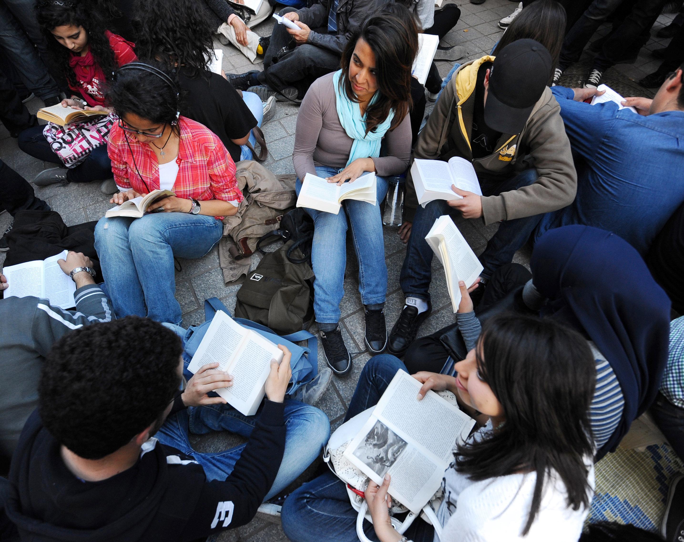 Les Tunisiens et la lecture: Les chiffres inquiétants de la Direction de la lecture publique du ministère...