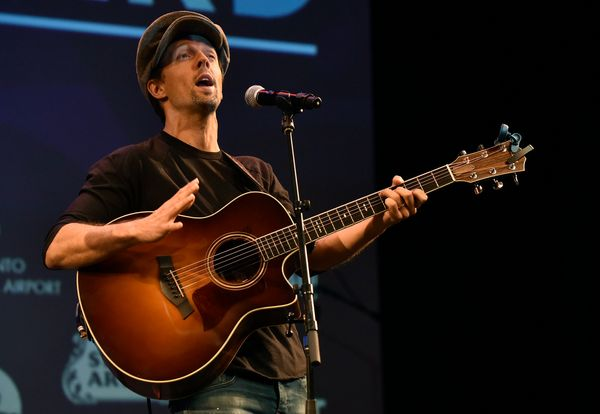 "Mraz addressed his sexuality in an interview with <a href=""https://www.billboard.com/articles/columns/pop/8466019/jason-mraz-"