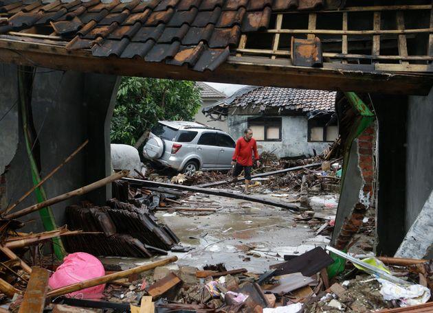 Καταστροφές από το τσουνάμι...