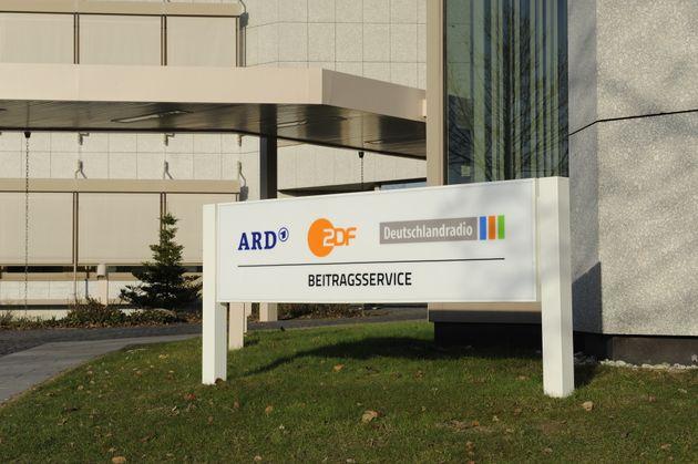 Die ARD fordert wie auch das ZDF eine Erhöhung des monatlichen Rundfunkbeitrags.