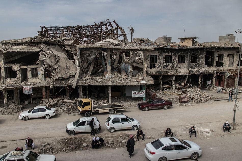 Η παλιά πόλη της Μοσούλης, που υπέστη σφοδρούς βομβαρδισμούς από εδάφους και αέρος και επιθέσεις με αυτοσχέδιους εκρηκτικούς μηχανισμούς στη διάρκεια της μάχης για την ανακατάληψη της πόλης από το Ισλαμικό Κράτος το 2016-17. Εξαιτίας των καταστροφών και της παρουσίας αυτοσχέδιων εκρηκτικών μηχανισμών, βλημάτων που δεν έχουν εκραγεί και παγίδων, μεγάλο μέρος της παλιάς πόλης παραμένει μη προσβάσιμο. Παρ' όλα αυτά 5.000 με 7.000 άνθρωποι έχουν επιστρέψει στα σπίτια τους, πολλά από τα οποία έχουν υποστεί ζημιές και δεν έχουν ρεύμα και νερό. (Απρίλιος 2018)