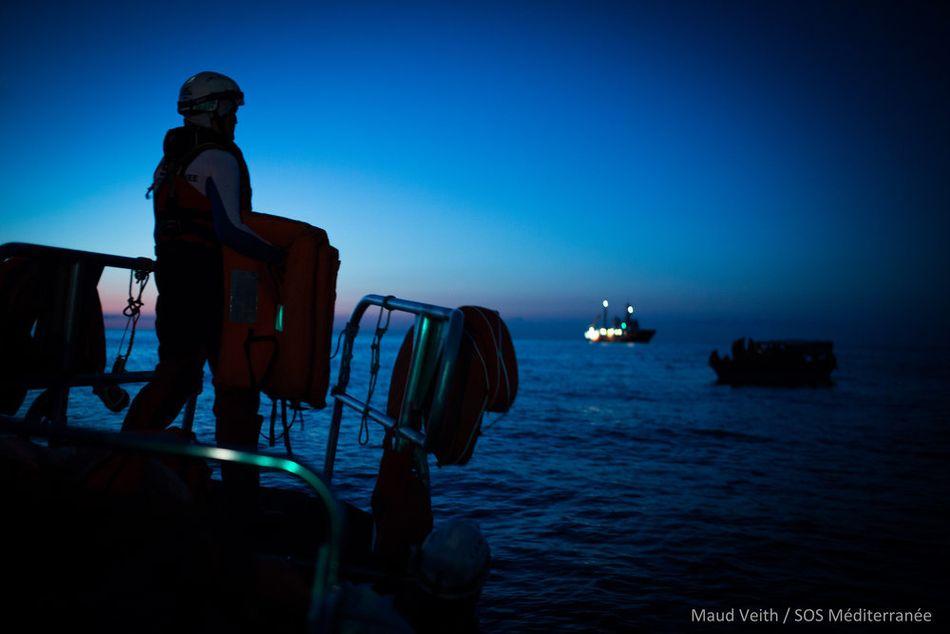 Μετά από μια μακρά και σύνθετη επιχείρηση έρευνας και διάσωσης, και έπειτα από διαπραγματεύσεις με τη λιβυκή ακτοφυλακή, 47 άνθρωποι επιβιβάστηκαν με ασφάλεια στο Aquarius, μεταξύ αυτών 17 ανήλικοι και μία έγκυος, οι οποίοι διασώθηκαν από μια ξύλινη βάρκα που κινδύνευε σε διεθνή ύδατα. (Σεπτέμβριος 2018).