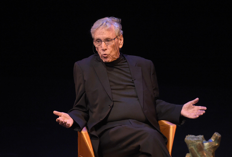 Αμος Οζ: Όχι, δεν πιστεύω ότι ένας συγγραφέας μπορεί να ζήσει για