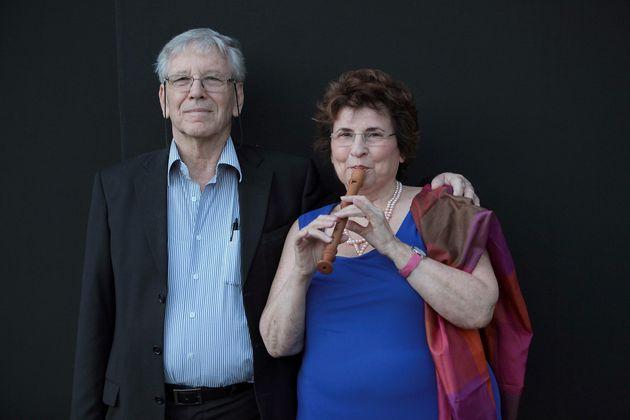 Με τη γυναίκα του