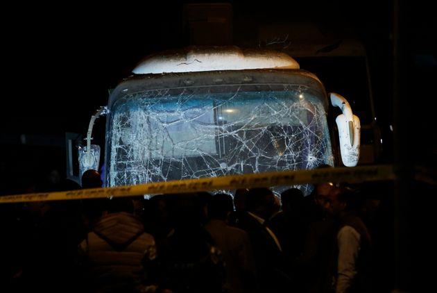 이집트 관광지역인 가자 피라미드 주변에서 폭발물이 터져 관광객 4명이 숨지고 10명이