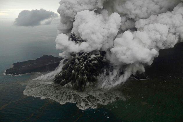 Άνακ Κρακατάου: Η απίστευτη κατάρρευση του ηφαιστείου στην