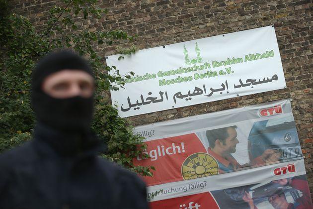 Im Jahr 2015 durchsuchten Polizisten die Ibrahim-al-Khalil-Moschee.