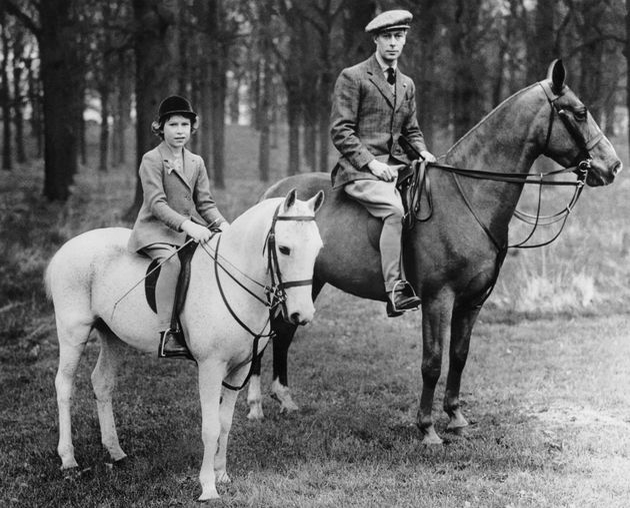 Die heutige Queen Elisabeth II. mit ihrem Vater, König George VI.
