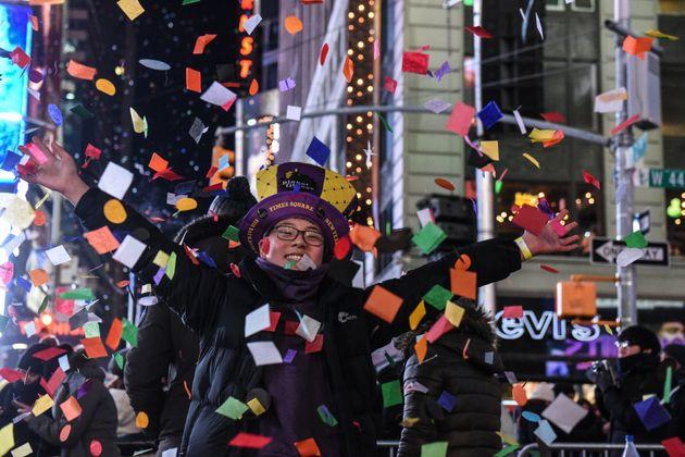 Παραμονή Πρωτοχρονιάς στην Τάιμς Σκουέαρ: 3.000 κιλά κομφετί, 20 δευτερόλεπτα πριν τα