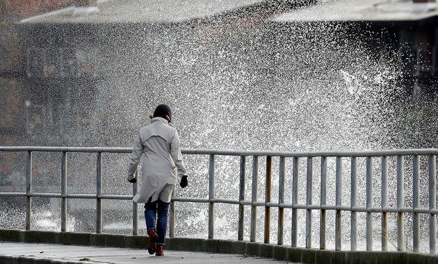 «Ραφαήλ» και «Σοφία»: Τα δύο έντονα κύματα κακοκαιρίας που θα επηρεάσουν την Ελλάδα τις πρώτες μέρες...