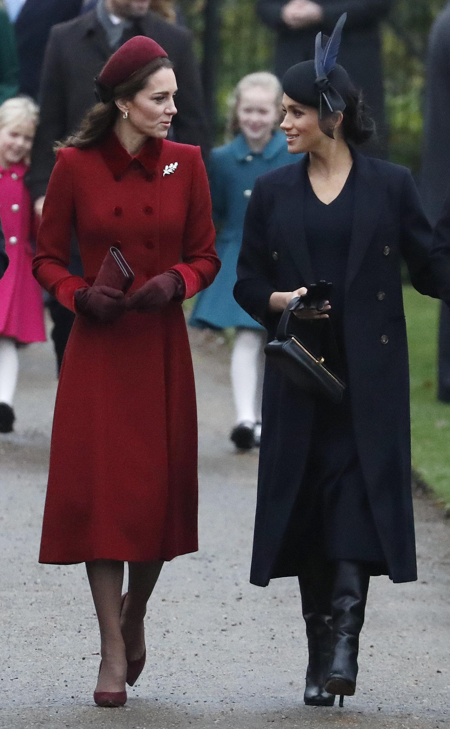 Το επίσημο βίντεο της βασιλικής οικογένειας για το 2018 και γιατί η Μέγκαν κλέβει ξανά την