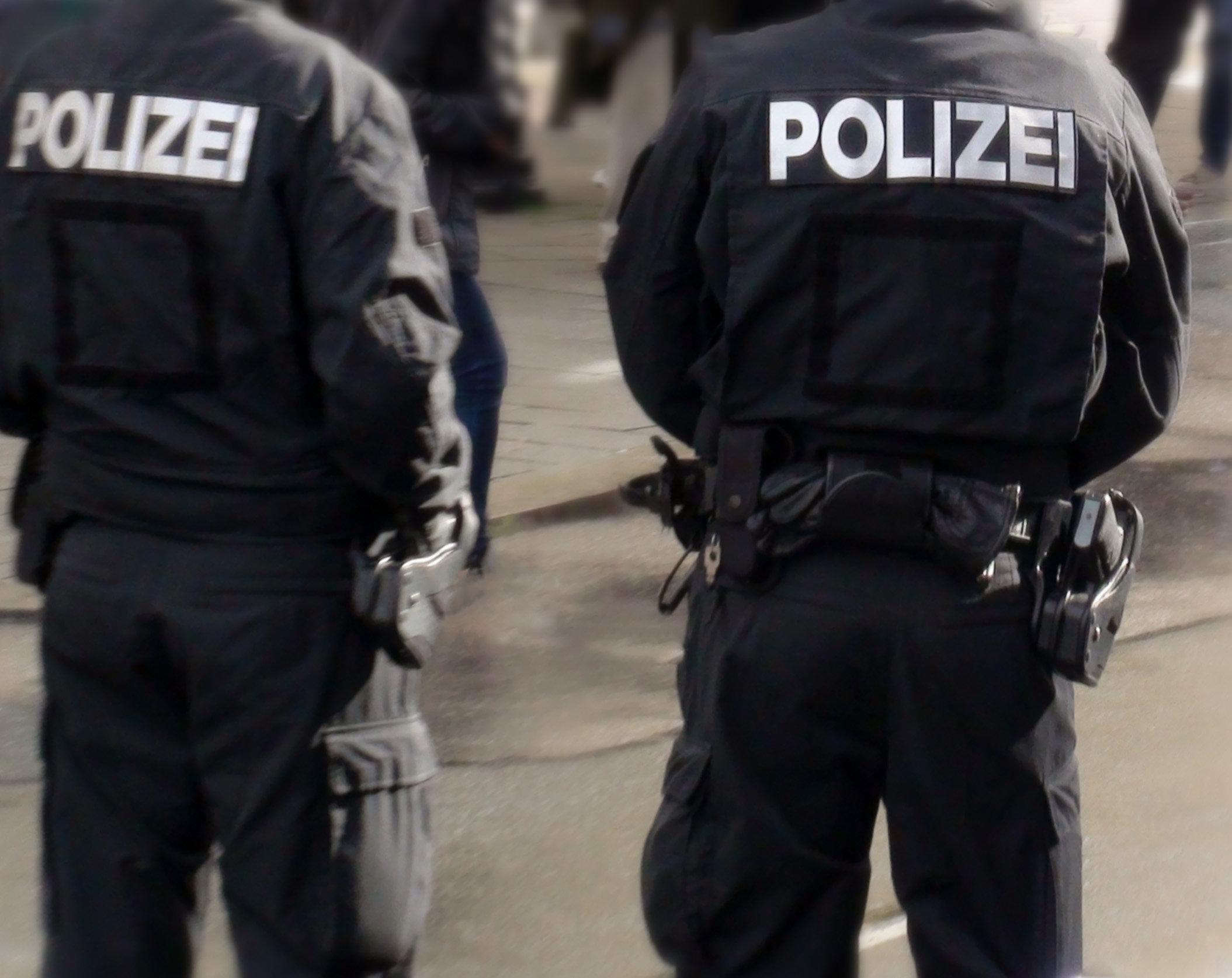 Amberg: Vier junge Asylbewerber ziehen prügelnd durch die