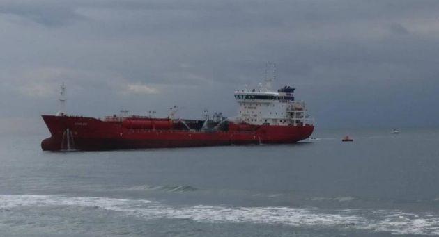 Κύπρος: Ρυμουλκήθηκε σε αγκυροβόλιο το πετρελαιοφόρο «Άθλος» - Εκτός κινδύνου οι δύο Έλληνες