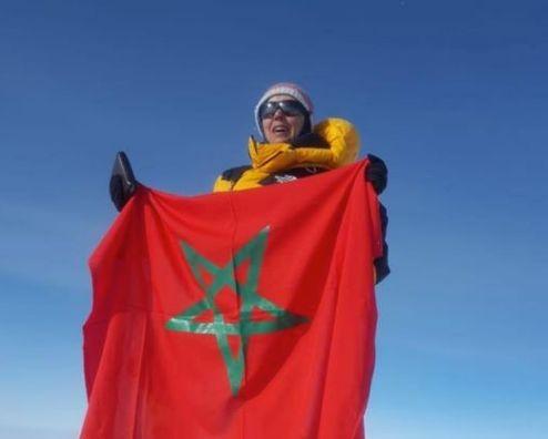 Bouchra Baibanou partage les images de son ascension du plus haut sommet de