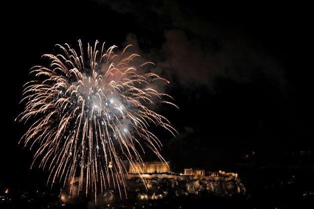 Η Αθήνα υποδέχεται το 2019 στο