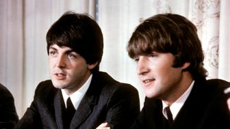 AUSTRALIA - JUNE 01:  (AUSTRALIA OUT) Photo of Paul McCARTNEY and BEATLES and John LENNON  (Photo by GAB Archive/Redferns)