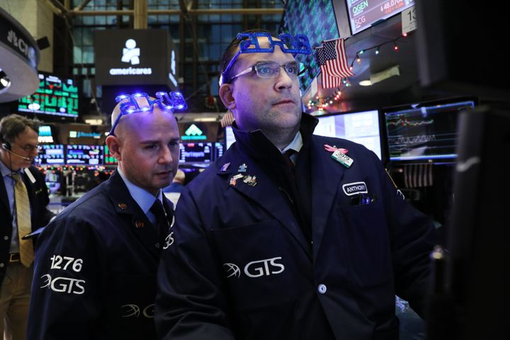 Traders work on the floor of the New York Stock Exchange (NYSE) on the last day of the trading year on December 31, 2018 in N