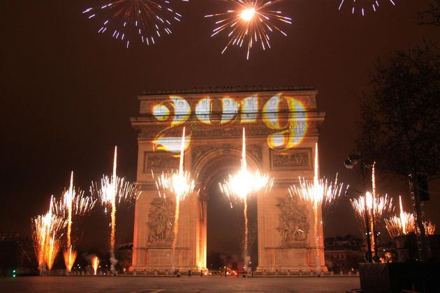 25만 인파가 몰린 샹젤리제의 신년 맞이 축제엔 낭만이