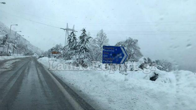 Έπεσε πολύ χιόνι σε Στερεά και Θεσσαλία – Πού χρειάζονται
