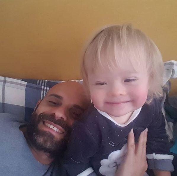 Mann adoptiert Mädchen mit Down-Syndrom, das niemand