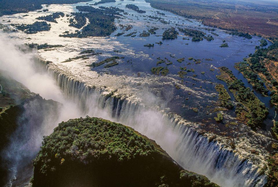 Victoria Falls (Unesco World Heritage List, 1989) on the Zambezi River, Mosi-oa-Tunya National Park,...