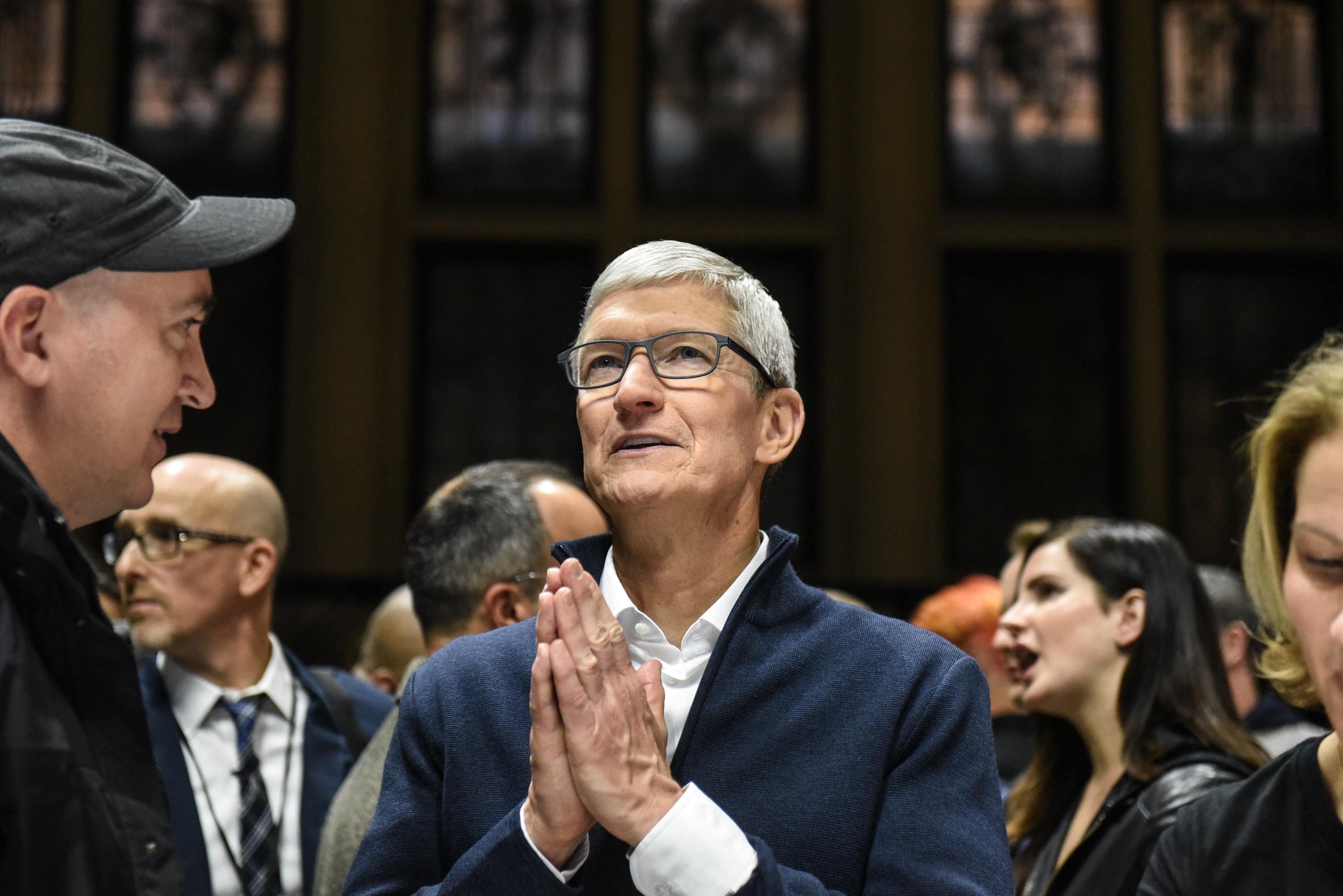 애플이 실적 전망치를 낮췄다. 중국, 아이폰