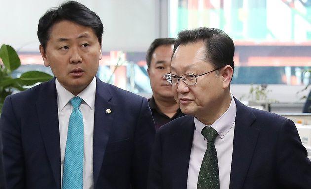 서동구 국가정보원 1차장(오른쪽)이 3일 오후 서울 여의도 국회에서 김관영 바른미래당 원내대표를 찾아 이야기를 나누고