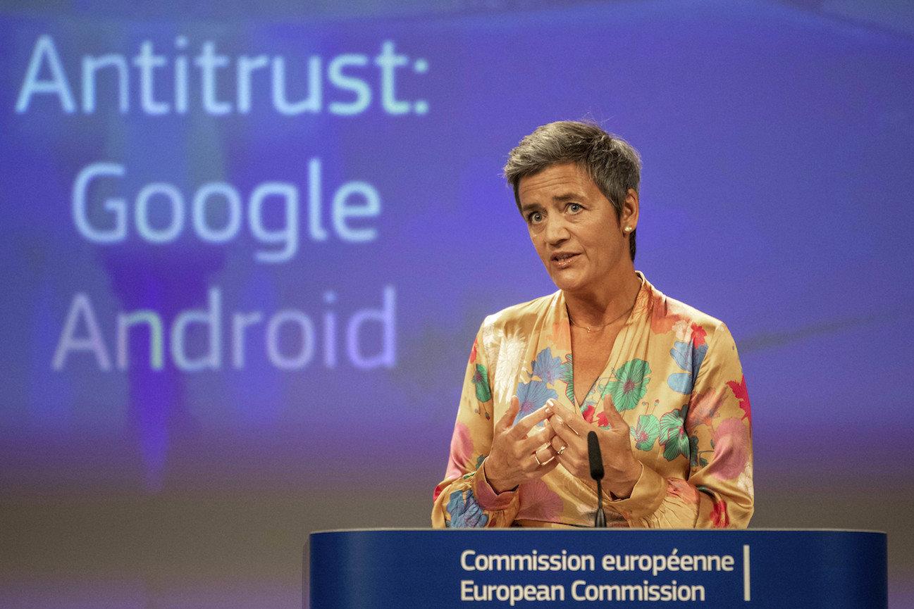 EU-Wettbewerbskommissarin Margrethe Vestager lehrt Internetriesen wie Google und Facebook das Fürchten.