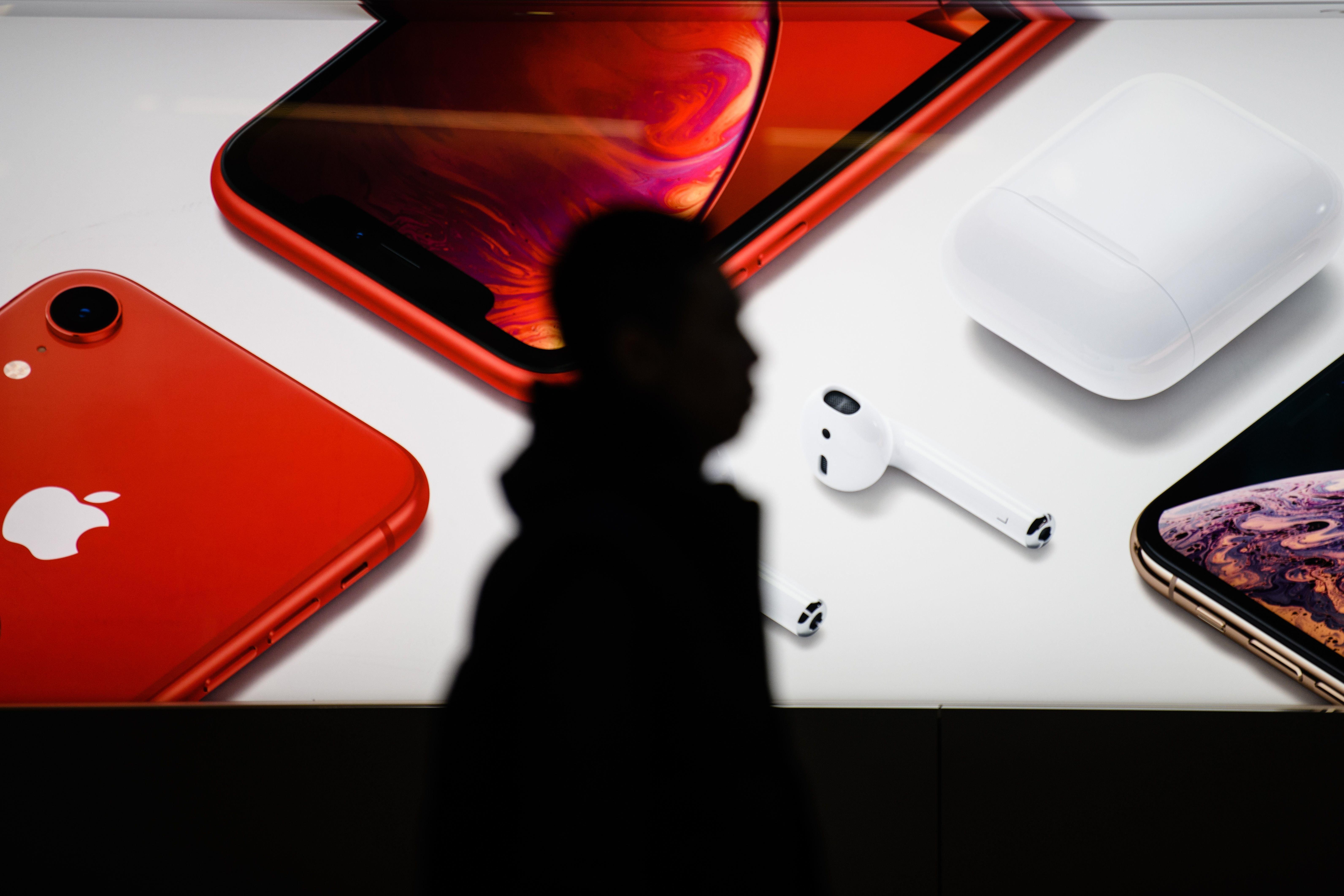 Η αιφνίδια ανακοίνωση της Apple, η βουτιά της μετοχής της και ο πανικός στα