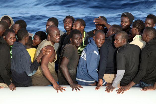Zivile Seenotrettung von Bootsflüchtlingen im Mittelmeer vor Libyen.