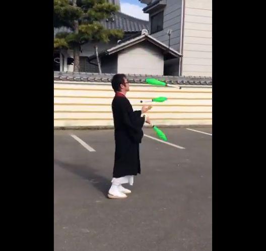 일본 승려들이 트위터에 '저글링 영상'을 올리는