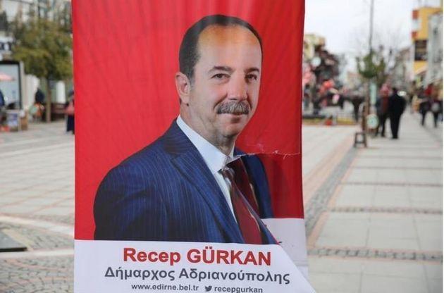 Στόχος εθνικιστών ο Τούρκος δήμαρχος που έφτιαξε πόστερ στα