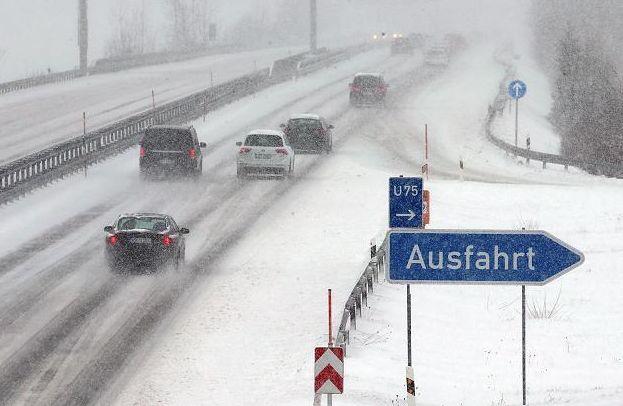 Winter-Wetter: Schneefall und Glätte sorgen für Chaos im ganzen