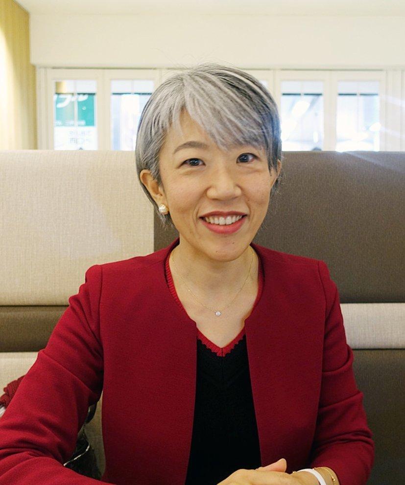 일본의 중년 여성들 사이에선 '그레이 헤어'가