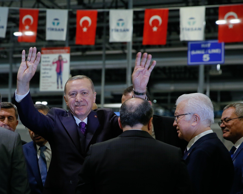 Νέα πρόκληση Ερντογάν με... λαϊκό τραγούδι: «Θα ρίξω τους Έλληνες στη