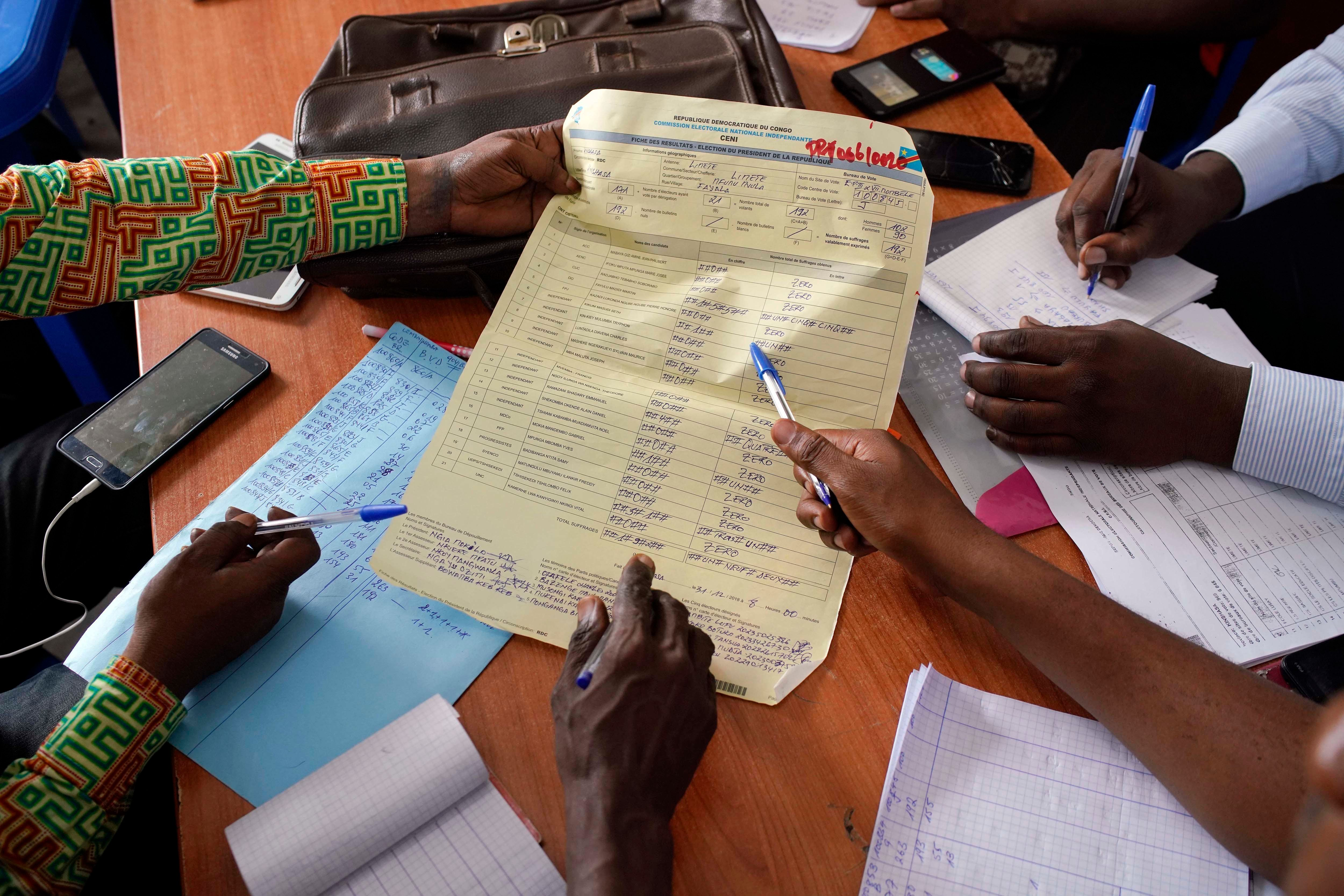 Les Etats-Unis positionnent 80 militaires au Gabon — Elections en RDC