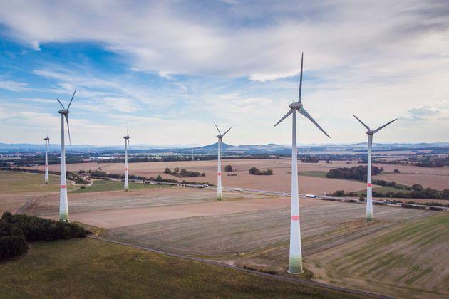 Deutlich über einem Drittel des 2018 in Deutschland verbrauchten Stroms kam Experten zufolge aus erneuerbaren Energiequellen.