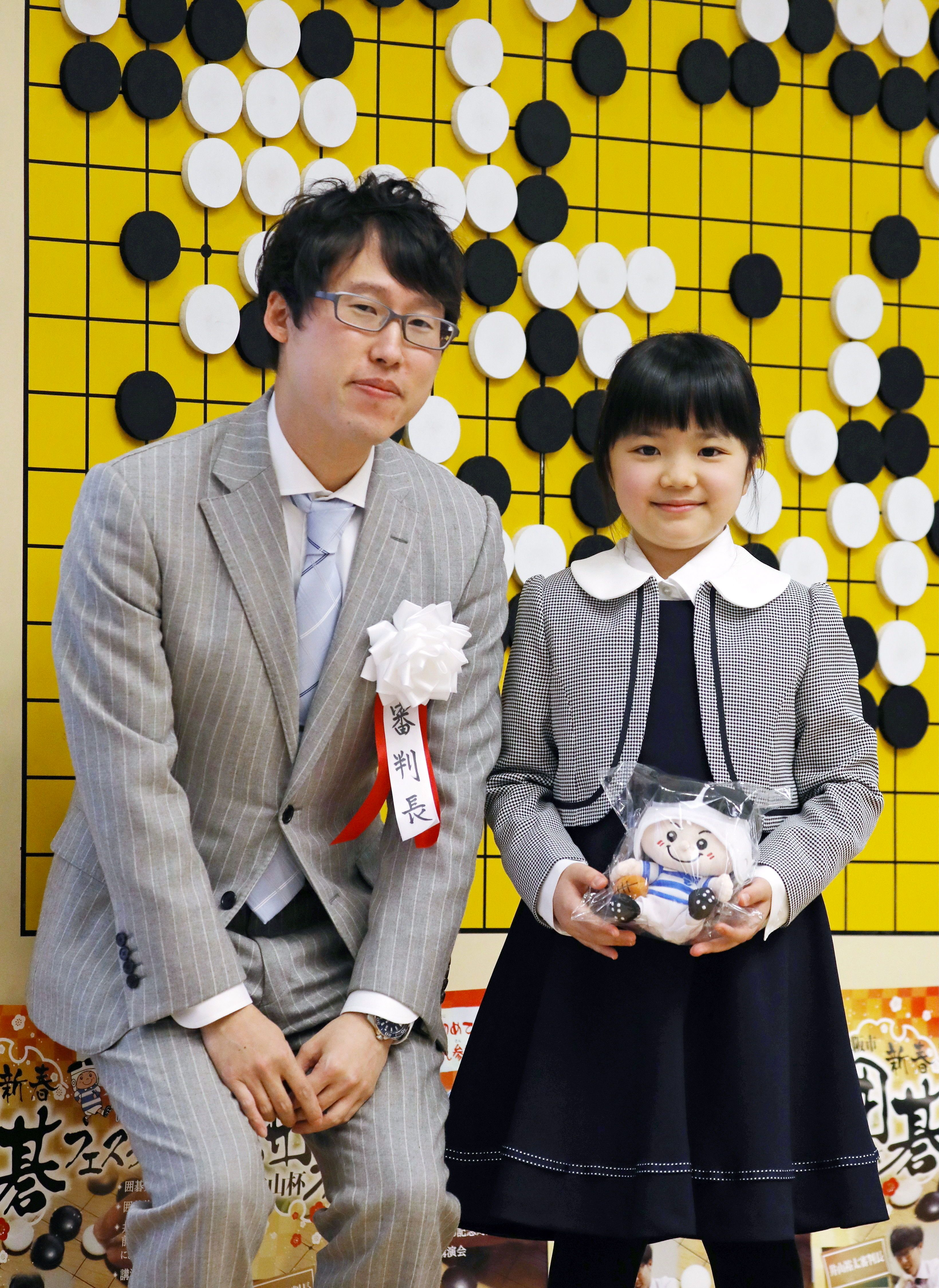 일본 최연소 프로 바둑 기사가 된 10살
