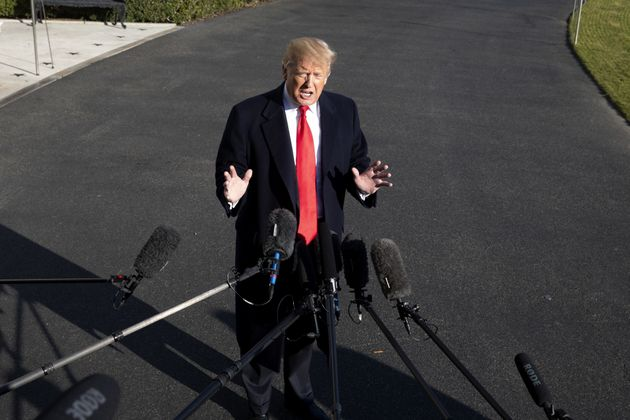 트럼프가 '국경장벽'에 대해 : '콘크리트가 싫으면 철로